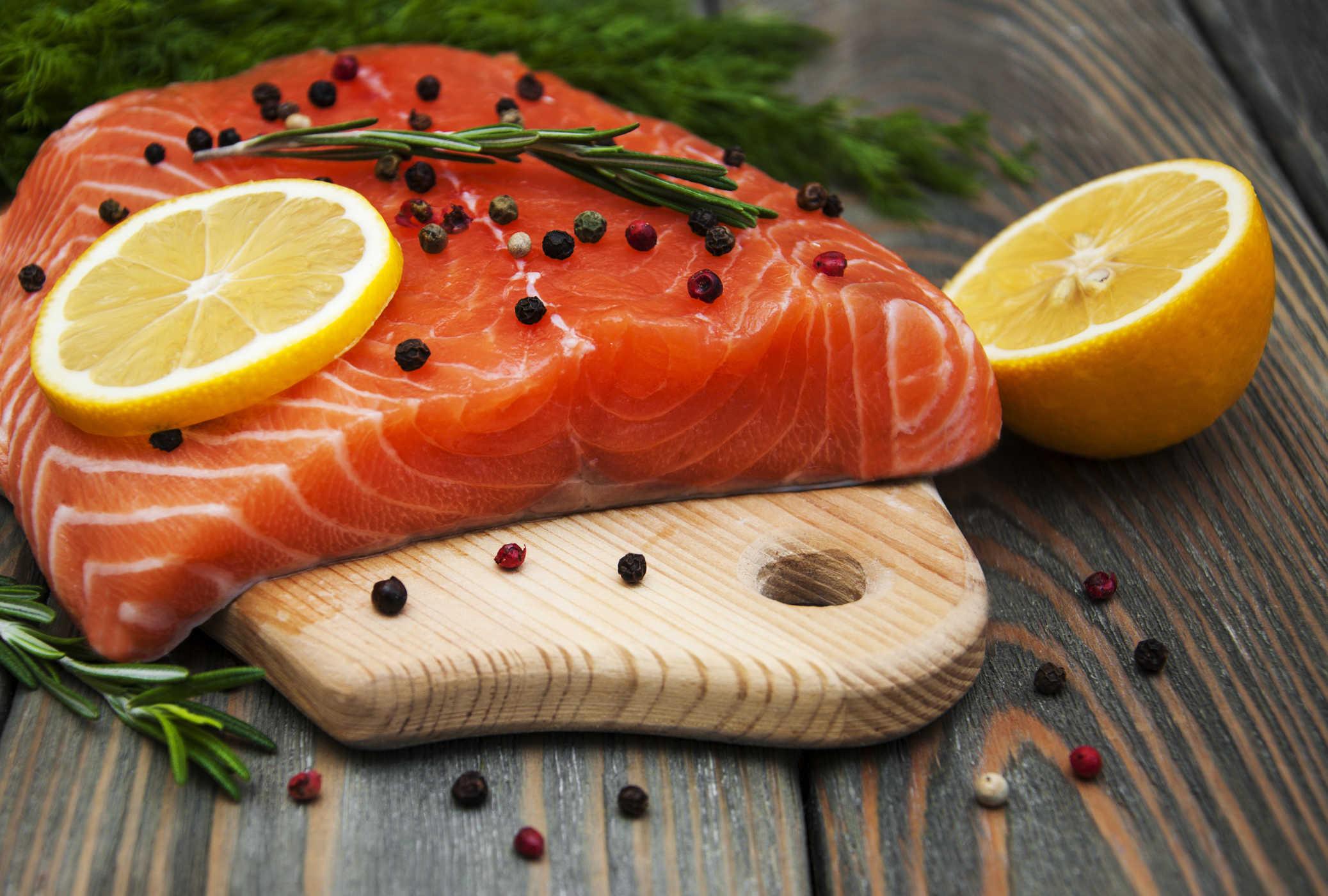 Nên ăn nhóm thực phẩm chứa chất béo chưa bão hòa và acid folic để tinh trùng không yếu