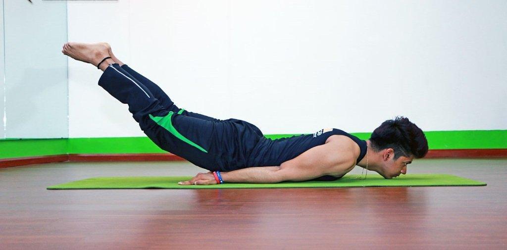 Bài tập yoga tăng cường sinh lý: Tư thế châu chấu