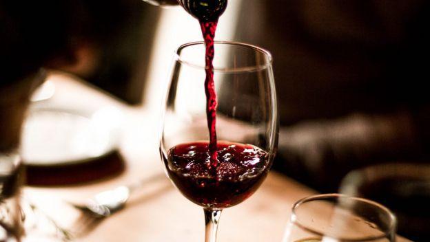 Nên uống gì để tăng cường sinh lý đàn ông? Một chút rượu vang đỏ có thể giúp chàng yêu cuồng nhiệt hơn