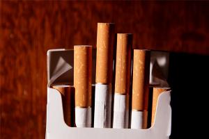 Cách làm tăng lượng tinh trùng nam: Giảm thuốc lá