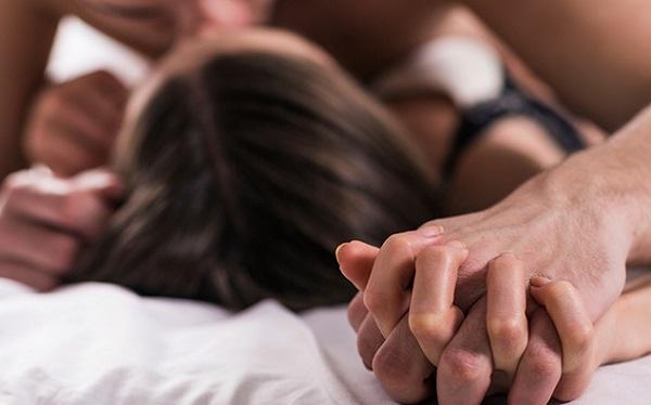 đau khi quan hệ vợ chồng